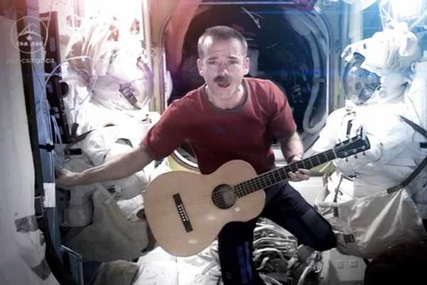 Commander Hadfield covers David Bowie's Space Oddity