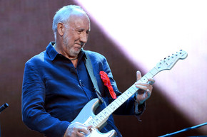 Pete Townshend performs signature move for first time in years