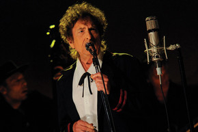 Bob Dylan performs 'Like A Rolling Stone' for first time in 3 years