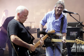 David Gilmour and Roger Waters perform 'Comfortably Numb' in their solo sets