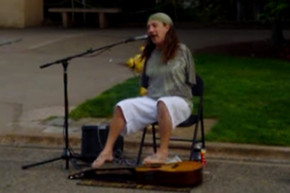 Man with no arms plays a Tom Petty classic with his feet