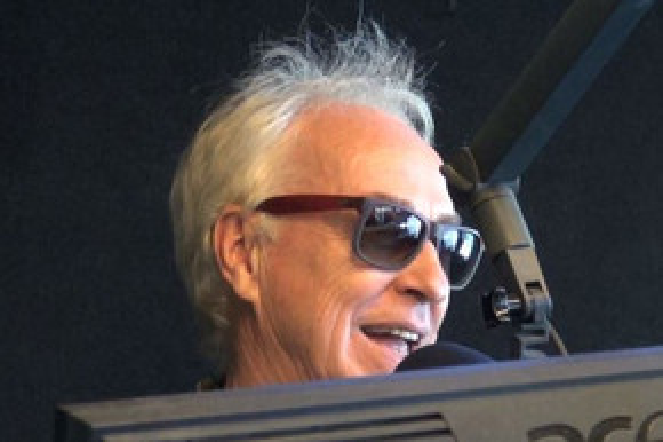 Eddie Rayner settles argument with Split Enz