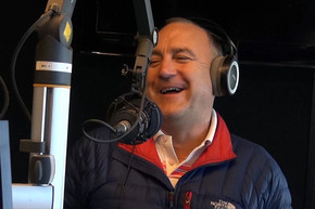 Jimeoin tells some cracker of jokes to The Morning Sound