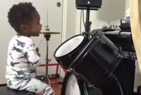 1 year old boy proves his skills in percussion