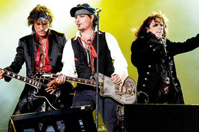 Joe Perry makes his return to the Hollywood Vampires tour