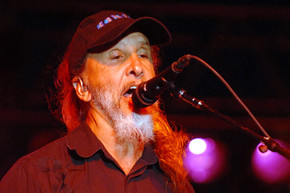 Kansas performs 'Carry On My Wayward Son' 34 years after release