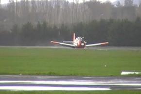 Plane makes a pancake landing at Auckland airport