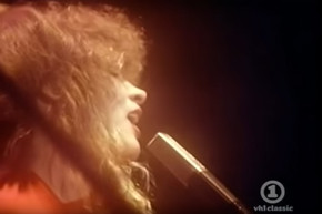 31 year old Stevie Nicks sings an excellent live version of 'Sara'