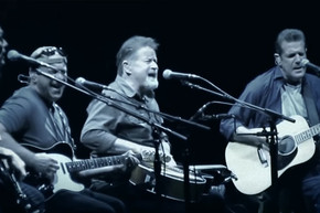 The Eagles reunite with Bernie Leadon to perform 'Peaceful Easy Feeling'