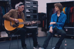 Keith Richards and Mick Jagger perform 'Country Honk' backstage