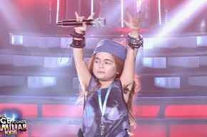 7 year old Axl Rose impersonator performs 'Sweet Child O' Mine'